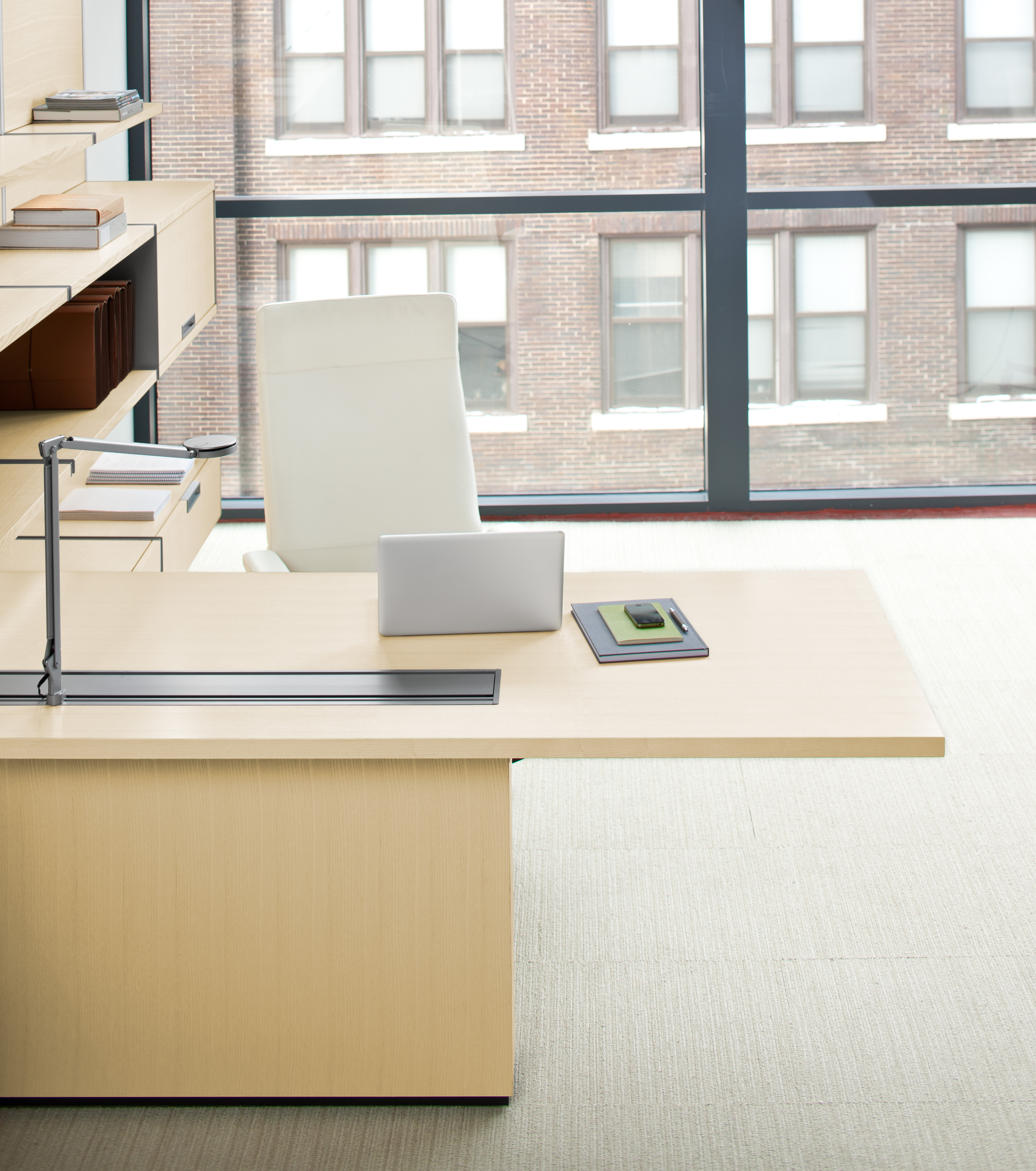 FlexFrame cantilever desk