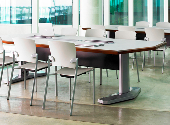E-Table with Enea Guest Stacker Chairs