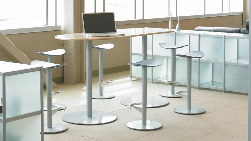 The Enea table line by Coalesse is versatile and freestanding table line. Coordinates with Enea chai