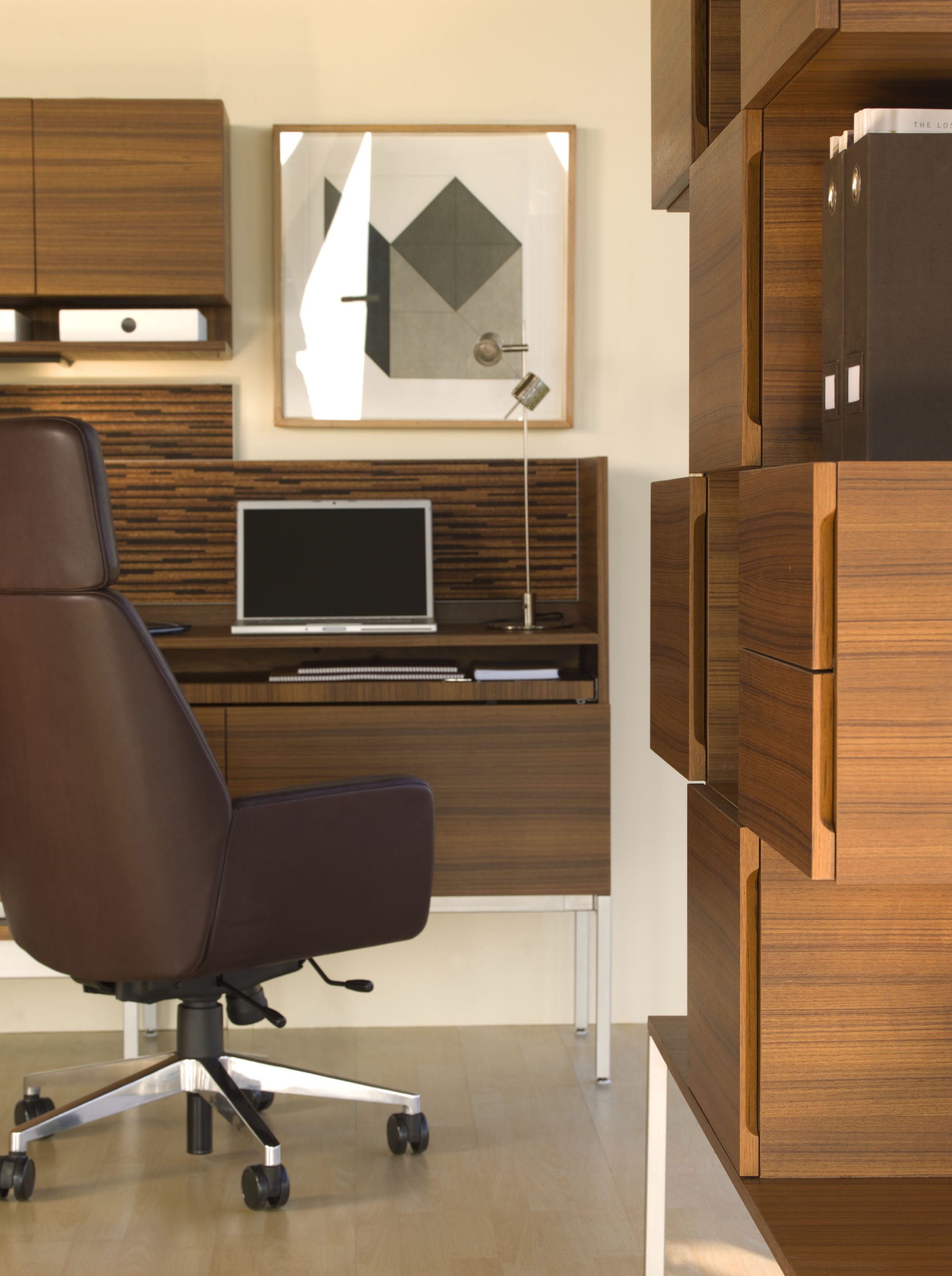 Denizen Desking with Bindu Executive Chair