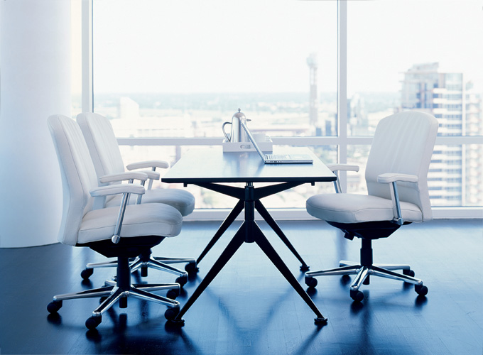 Ballet Table with 4 O'Clock AM Chairs