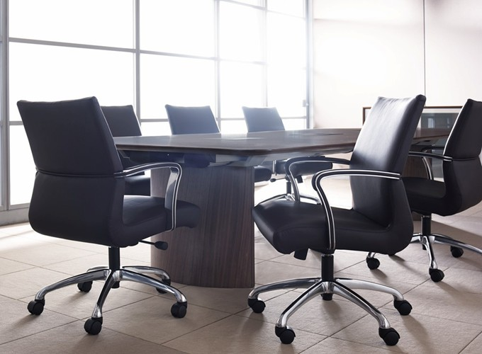 Chord Executive Chair with Host Table