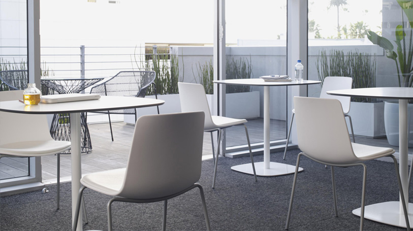 Enea Lottus Side Chair with Enea Lottus Tables