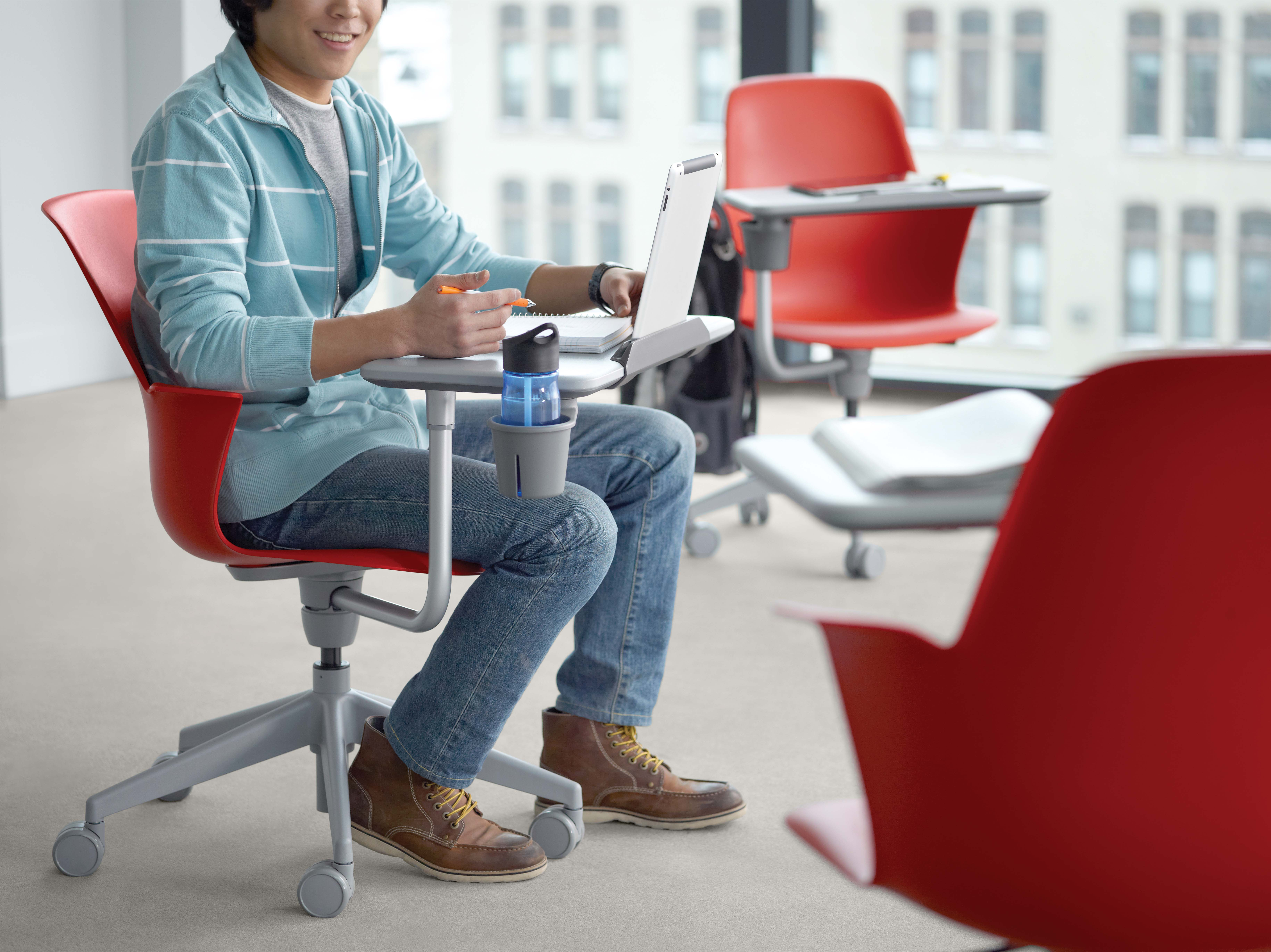 Node five-star with worksurface, cupholder and tablet stand