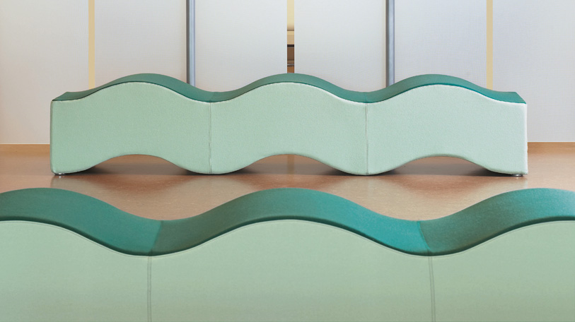 The articulating waveform of the bench makes it ideal for large lobby areas.